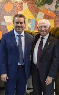 Visita de Francisco Javier Pérez, secretario de la ASALE, a la Academia Mexicana