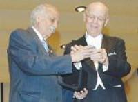 El músico, escritor y miembro numerario de la Academia Mexicana de la Lengua, don Carlos Prieto, recibió la medalla José Vasconcelos el pasado 2 de marzo