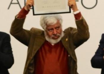 Adolfo Castañón recibió el Premio Internacional Alfonso Reyes en Monterrey
