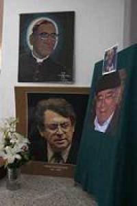 La Comisión de Intermediación entre el Ejército Popular Revolucionario y el gobierno federal rindió un homenaje a don Carlos Montemayor y don Miguel Ángel Granados Chapa, miembros de la Academia Mexicana de la Lengua
