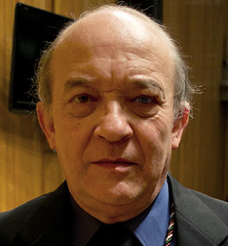 Guillermo Sheridan recibe el Premio