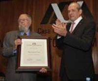 El poeta y académico don Hugo Gutiérrez Vega, recibió el doctorado honoris causa por parte de la Universidad Autónoma Metropolitana