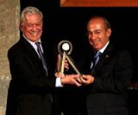 Mario Vargas Llosa recibió el Premio Internacional Carlos Fuentes a la Creación Literaria en el Idioma Español