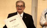 Miguel León Portilla recibe premio 'Alfonso Reyes'