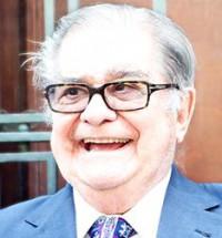 Recibe Miguel León Portilla reconocimiento en Palacio de Minería