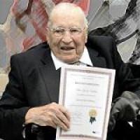 El Consejo Nacional para la Cultura y las Artes felicitó al destacado historiador, jurista y miembro de la Academia Mexicana de la Lengua, don Silvio Zavala, por su 103 aniversario