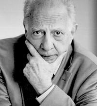 México rinde homenaje al escritor y diplomático Sergio Pitol con una exposición