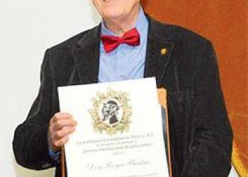 Recibe Roger Bartra el Premio Internacional Eulalio Ferrer 2016