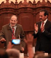 Medalla Francisco Javier Clavijero a Raúl Dorra, miembro correspondiente