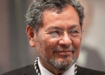 Élmer Mendoza obtiene el Premio Letras de Sinaloa 2019