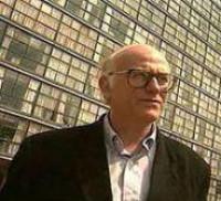 Roger Bartra llama a no tener miedo del libro electrónico