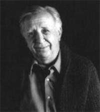 El dramaturgo y académico, Vicente Leñero, fue galardonado con la Medalla Bellas Artes
